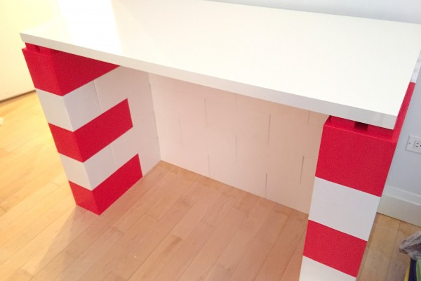 Desk red and white
